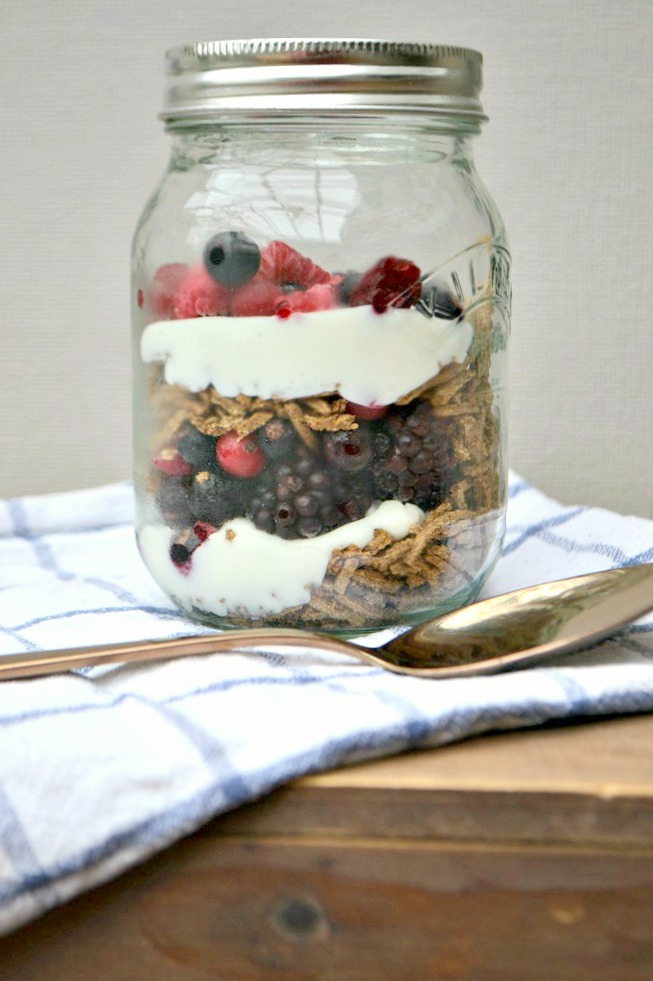 Cereal, yoghurt, fruit