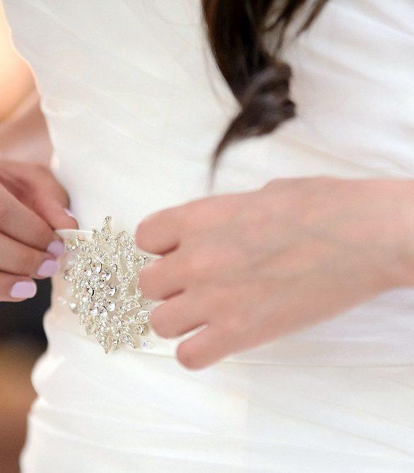 Bridal brooch wedding inspiration