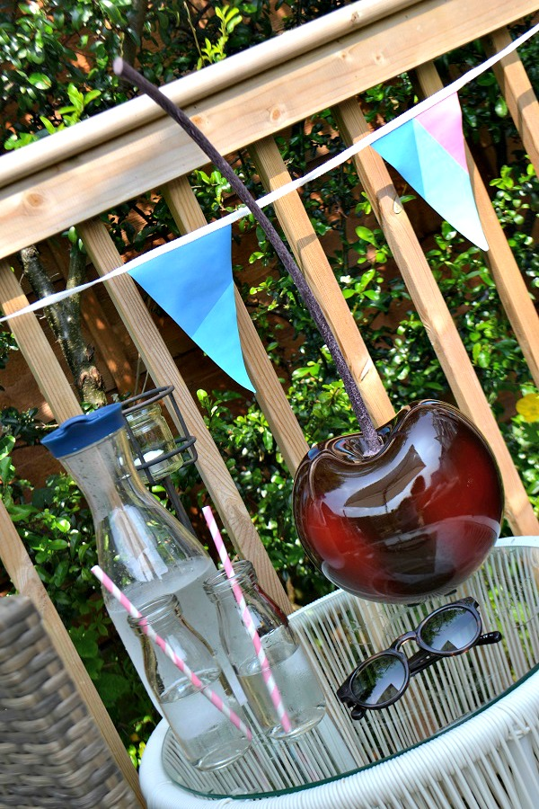 Quirky outdoor ornaments from new garden style tidylife for Garden decking ornaments