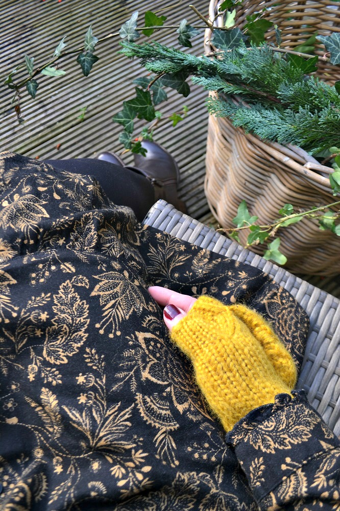 Fat Face Yellow Knitted Mittens Gloves