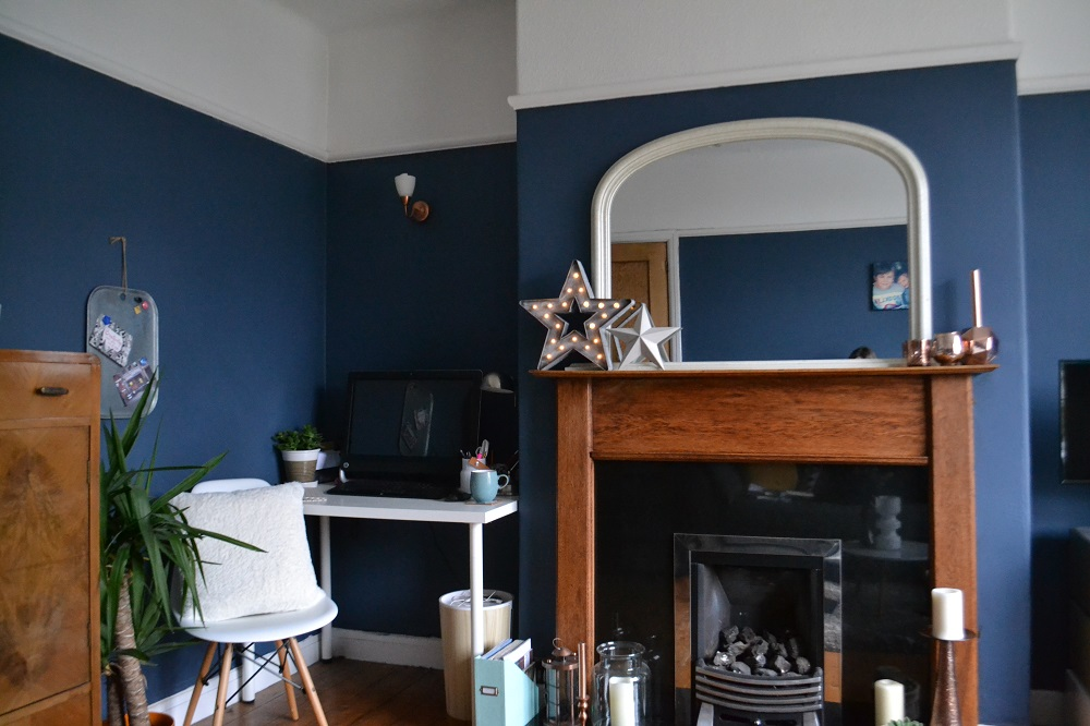 Painting our living room in Farrow & Ball Stiffkey Blue - #tidylife