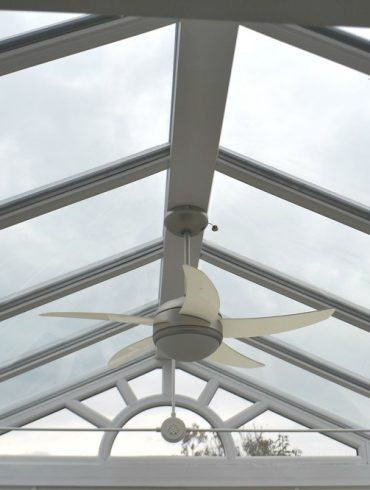 Cleaning a glass roof