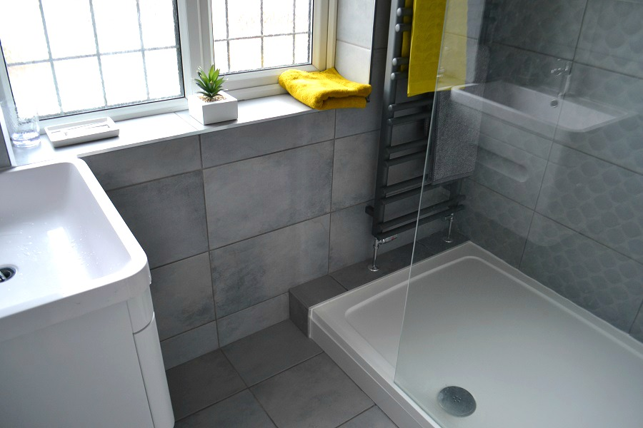 Grey shower room