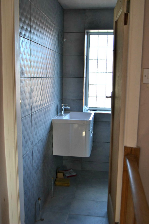 wall mounted white gloss vanity sink