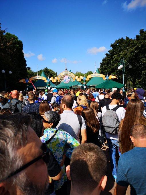 Queues at Disneyland Paris