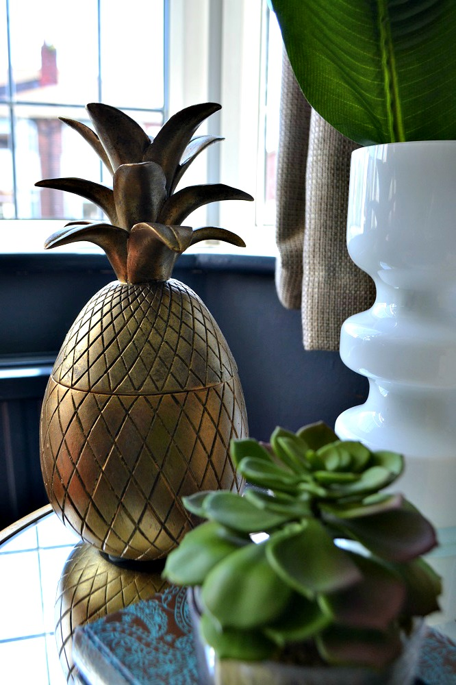 Gold pineapple