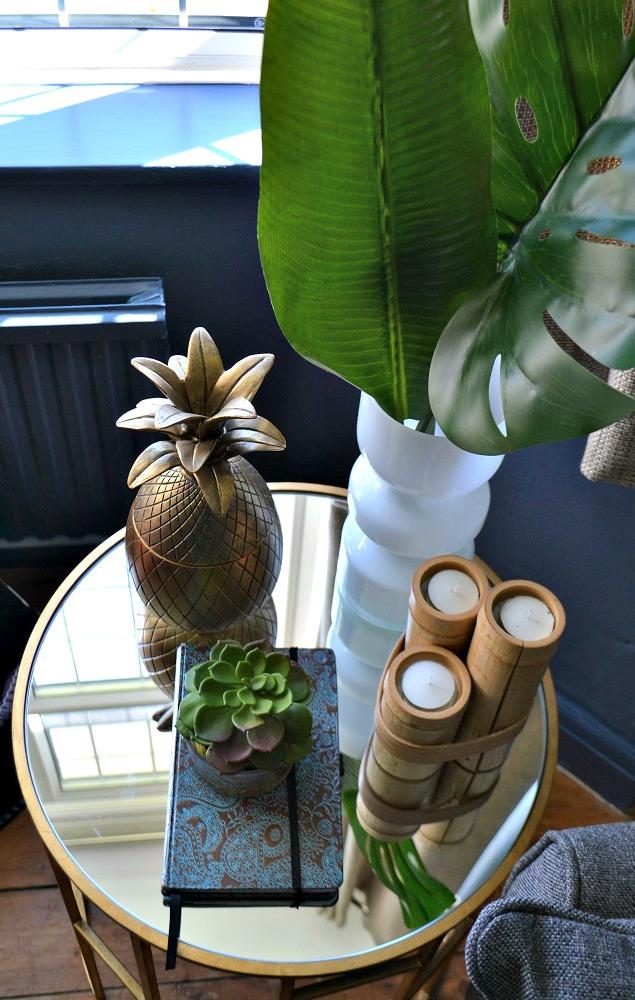 Tropical decorative accessories