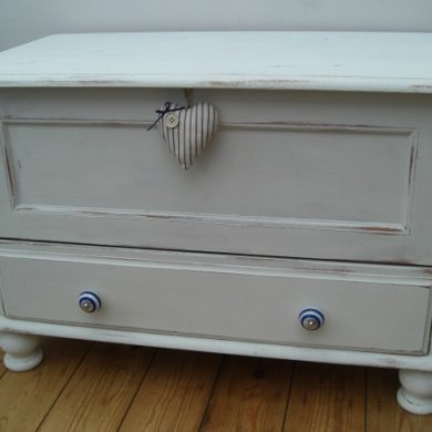 Painting a pine chest
