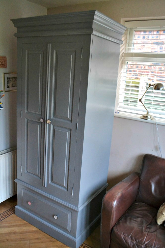 How to paint a wardrobe