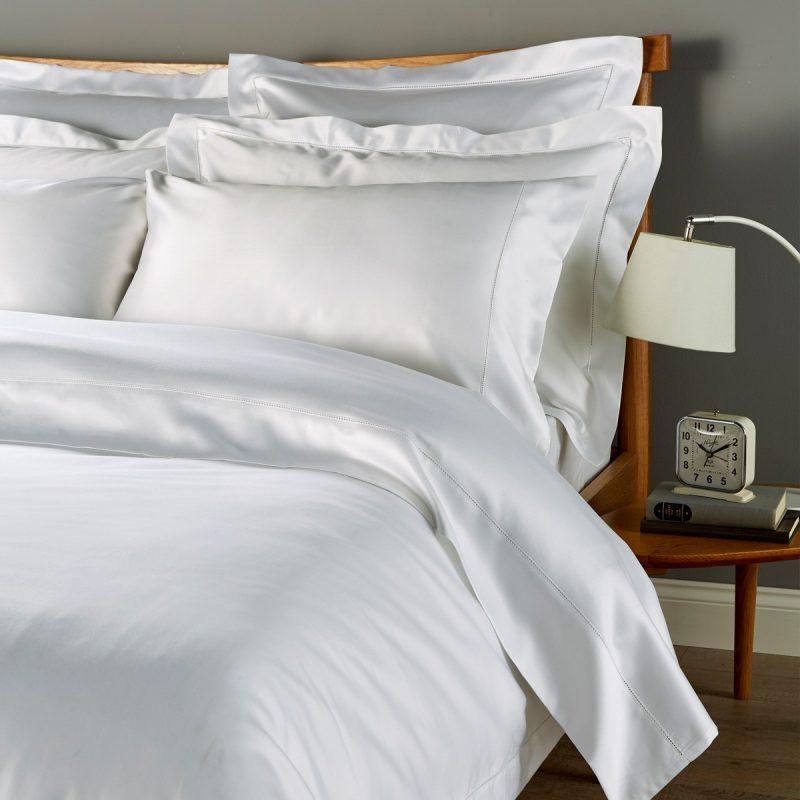 White luxury hotel bedding