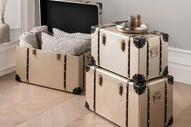 antique storage trunks