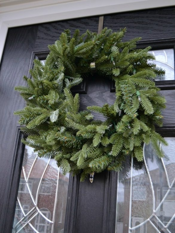 Christmas_wreath_artificial